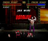 "Mortal Kombat 3 SNES Demonstration mode: using one of his Fatalities, Jax morphs Kano in a complete ""minced meat""!"
