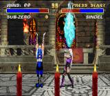 Mortal Kombat 3 SNES Using an accurate defense, Sindel is about to avoid Sub-Zero's upper ice move.