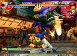 The King of Fighters '97 Neo Geo Chris performs his Strong Punch in an attempt to hit Ryuji Yamazaki, but he uses the SDM Guillotine!