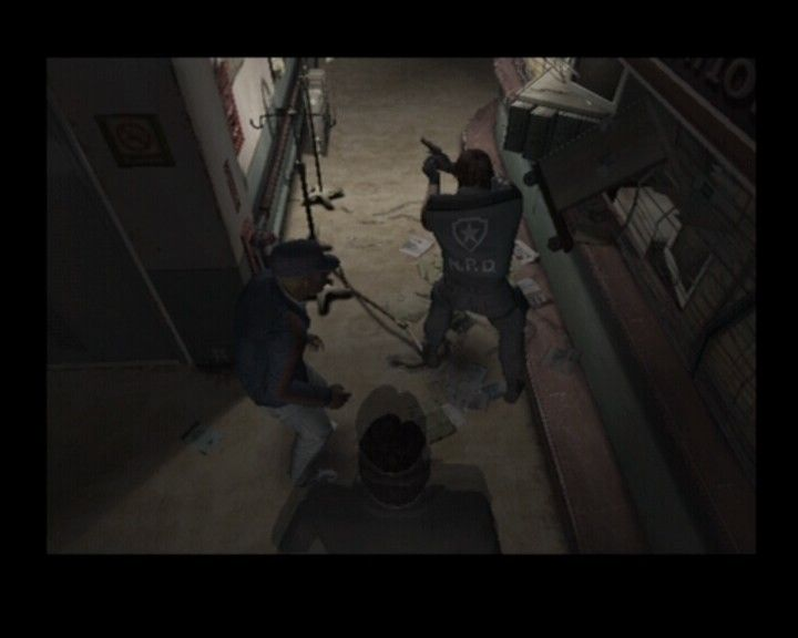 Resident Evil: Outbreak PlayStation 2 Exploring hospital with the rest of the team
