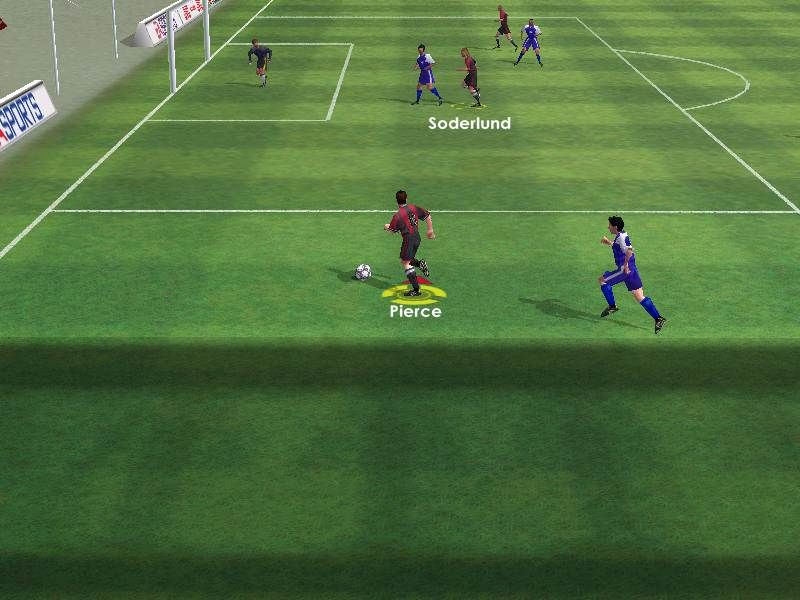 FIFA 2001 Windows Gameplay Shot. Lining up for a cross is still a good way to score an easy goal.
