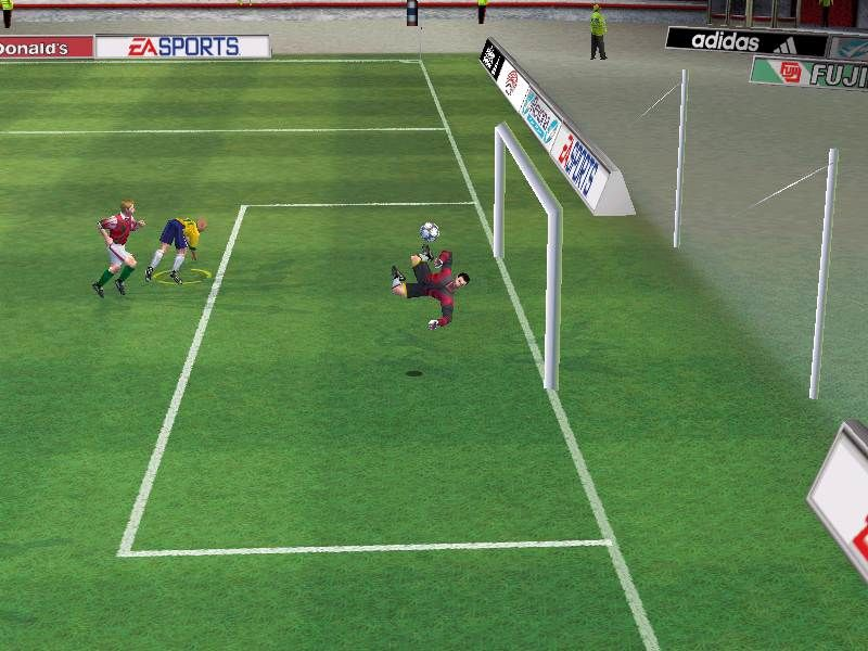 FIFA 2001 Windows Gameplay Shot: Oh! So Close!