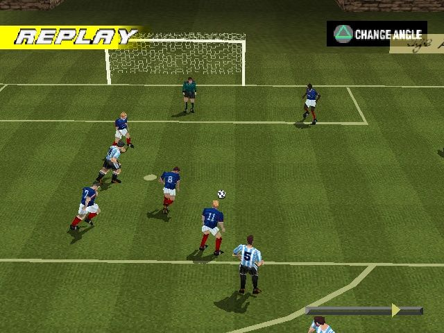 LiberoGrande PlayStation Controlling only one player allows to surprise defenders by running from their backs.
