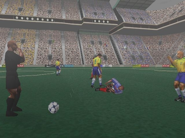 187894-ronaldo-v-football-playstation-screenshot-roberto-carlos
