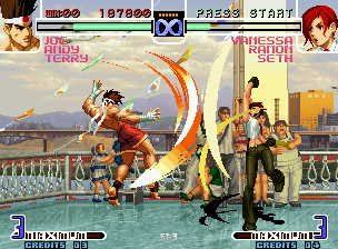 The King of Fighters 2002: Challenge to Ultimate Battle Neo Geo Joe attacks Vanessa with his move Ougon no Kakato: she strikes back with her move Forbidden Eagle.