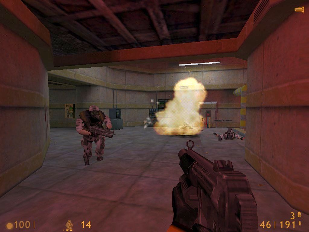 Half-Life Windows Shooting some soldiers with the attached grenade launcher