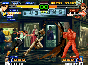 The King of Fighters 2000 Neo Geo Ralf prepares his defensive to block the joint attack of Yuri's Chou Knuckle and Cool Choi's claws.