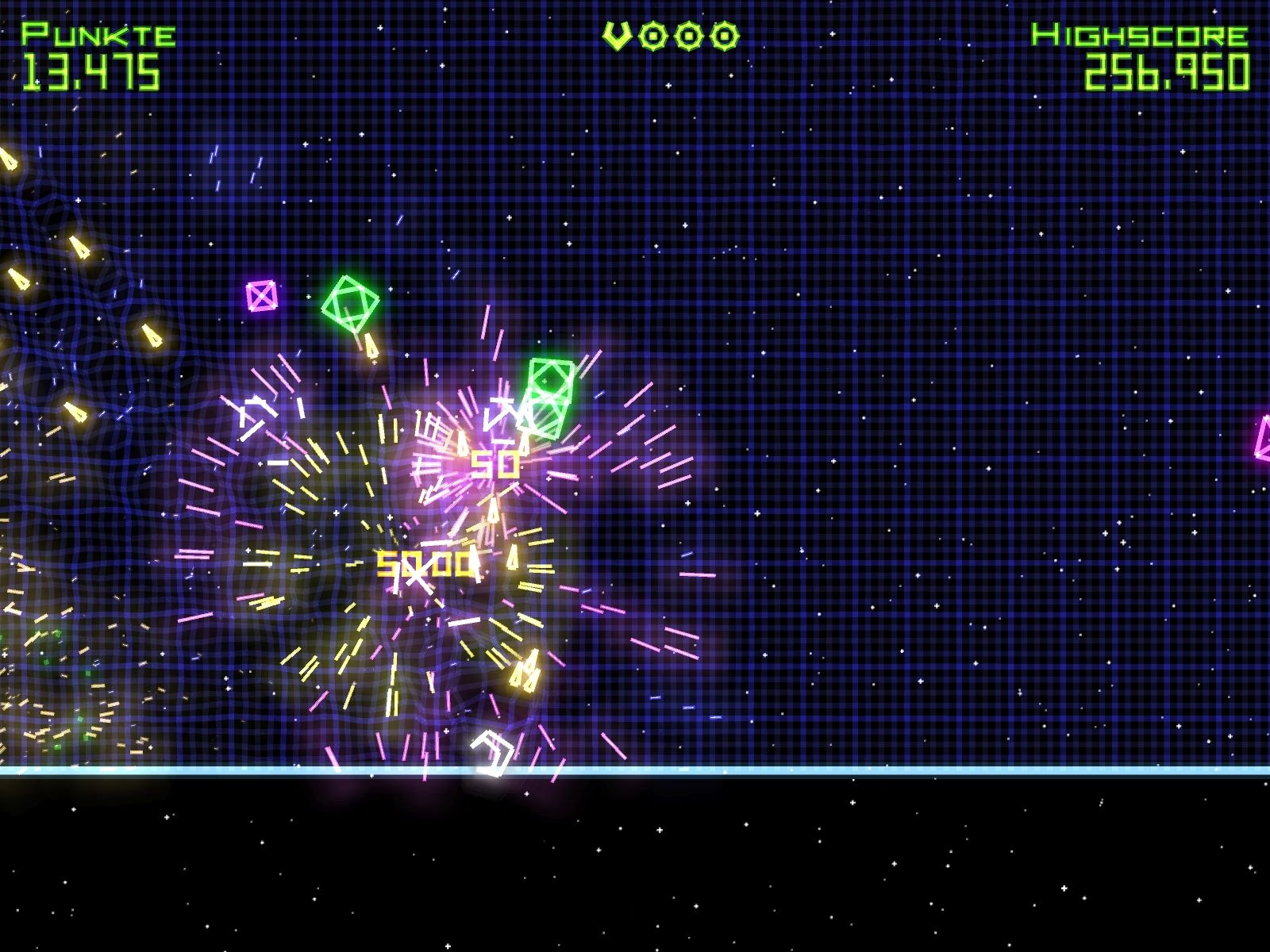 Geometry Wars: Retro Evolved Windows Destroyed a wormhole and scored 5.000 points.