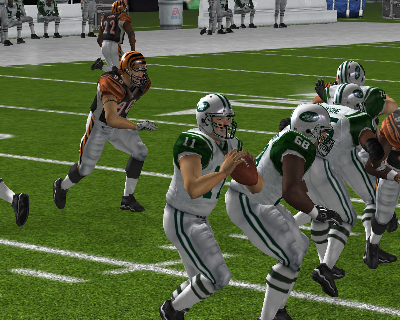 Madden NFL 08 Windows NY Jets player running with the ball