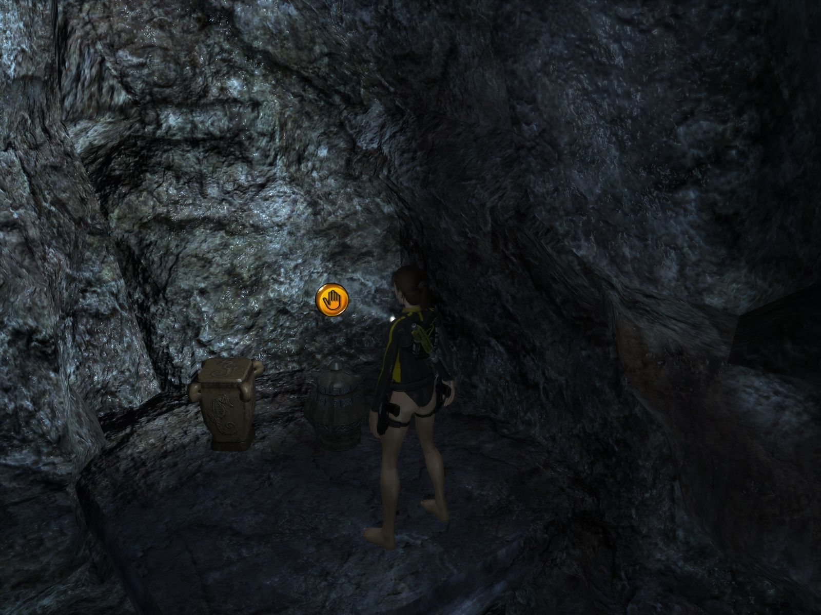 Tomb Raider: Underworld Windows Usable and breakable items are marked.