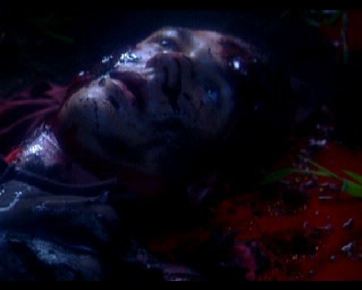 Resident Evil: Director's Cut PlayStation (French intro) A few camera pans over dead Joseph and his wounds.