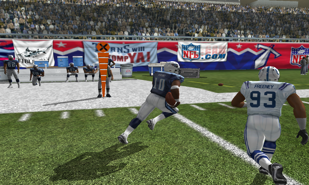 Madden NFL 08 Windows A shot of the instant replay mode, with emphasis on how poorly the fans and sideline look.