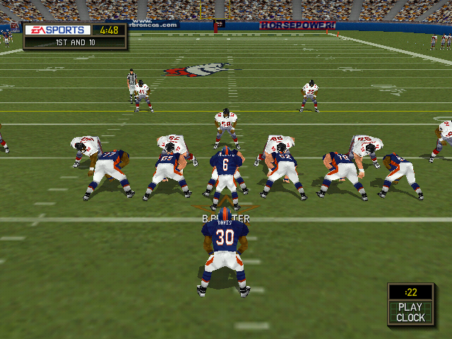 Madden NFL 2000 Windows The Broncos go out on offense.