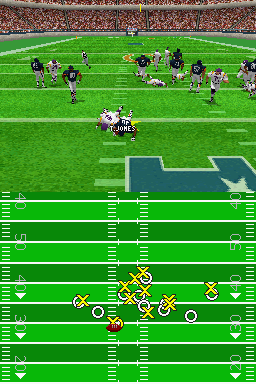 Madden NFL 2005 Nintendo DS A run up the middle ends badly for Chicago.
