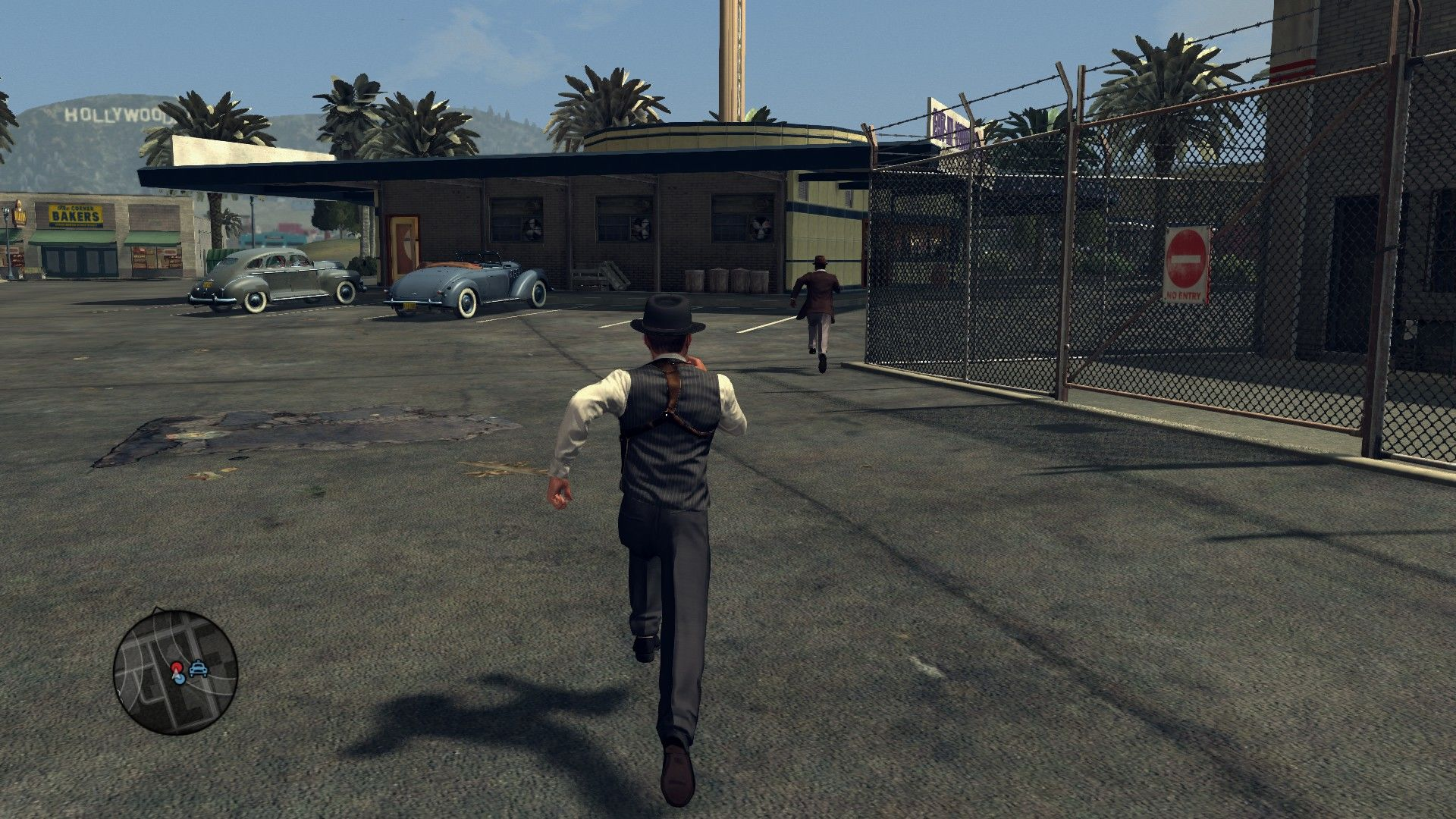 L.A. Noire: The Complete Edition Windows Chasing the criminal on foot.