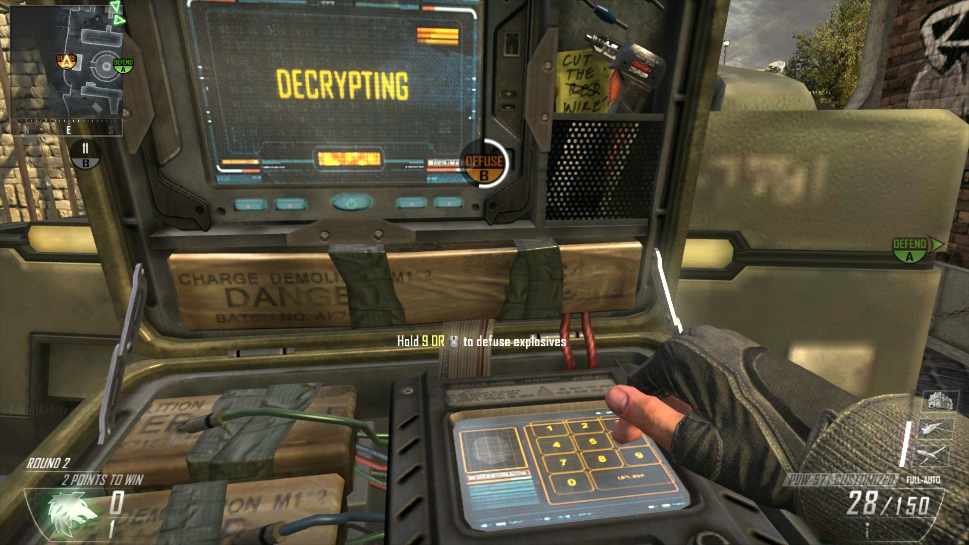 Call of Duty: Black Ops II Windows Defusing the bomb in demolition.