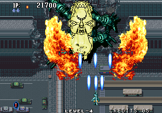 Aero Fighters 2 Arcade Attempting to blow up the boss.