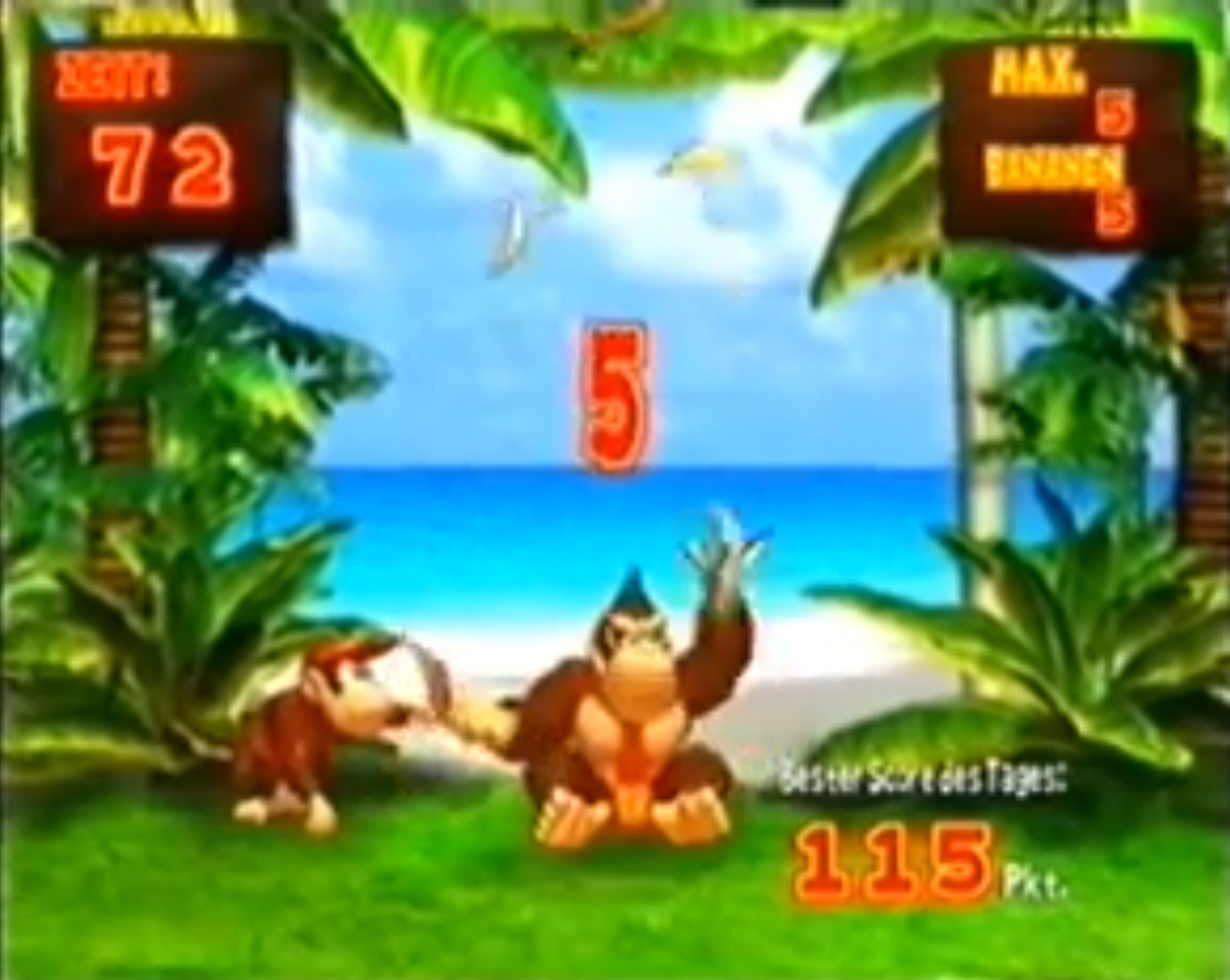 Donkey Konga GameCube Playing Banana Juggle, one of the minigames.