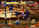 The King of Fighters '96 Neo Geo Mature executing her Despair move simultaneously with Robert's kick: no damage for both this time...