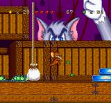 Tom and Jerry SNES Inside of an area full of crates, Jerry meets Tom: the feline attacks dropping sandbags randomly.