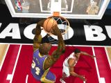 NBA Live 2003 Windows O'neal dunks for the Lakers.
