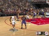 NBA Live 2003 Windows 14 x 14 and the Bulls approach the three points line.