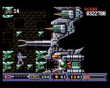 Turrican II: The Final Fight Amiga Fight against a huge boss. It tries to grab me with its claw, but fails miserably.