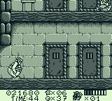 Astérix & Obélix Game Boy I need to hit each door to find the rugby players before time runs out.