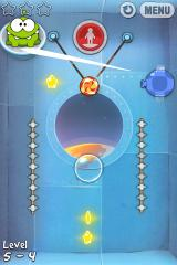 Cut the Rope iPhone Level 5-4, swiping the screen displays a cool slash effect