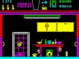 Pyjamarama ZX Spectrum Mistimed it. That's one life gone. The dead body is at the foot of the doorway / window frame and is coloured purple the same as the background