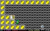 Calamari Cubes DOS The start of level one. Each time a life is lost the player is returned to the start of the level keeping the score they had attained. On restart the play area's background has usually changed