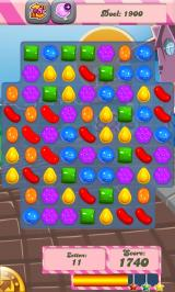 Candy Crush Saga Android An early game. There are some boosters available near the top of the screen (Dutch smartphone version).