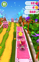 Strawberry Shortcake: Berry Rush Android Collecting coins on top of a bridge.