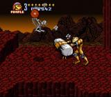 Battletoads in Battlemaniacs SNES Him 'em with a hammer